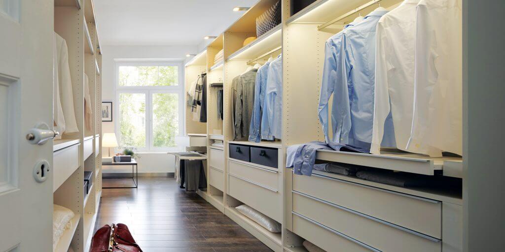 kleiderschrank einrichten die 7 besten tipps f r mehr berblick. Black Bedroom Furniture Sets. Home Design Ideas