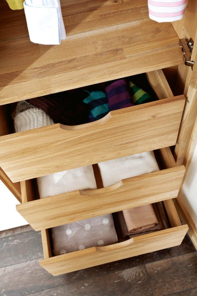 Schubladen im Kleiderschrank