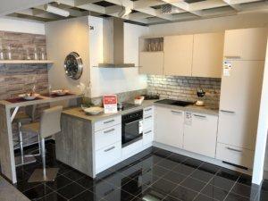 weiße Küche bei Möbel Kuboth