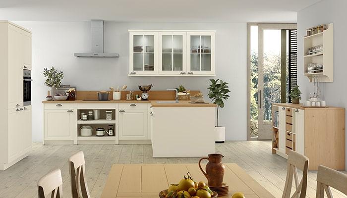 weiße klassische Landhausküche bei Möbel Kuboth